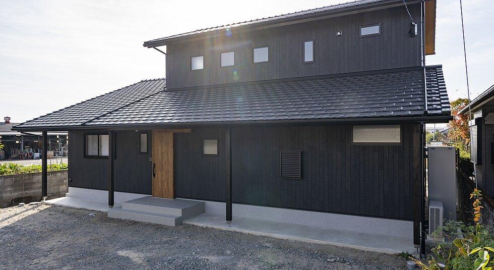 <佐賀市注文住宅:Y様邸>玄関吹き抜け×趣味×自然素材の家のイメージ